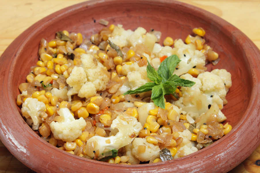 Srli lankan cauliflowwer and sweetcorn mallung