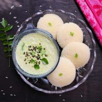 south indian indli with green coconut chutney